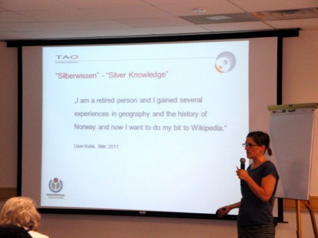 Elly presenting the Silver Knowledge approach at Wikimania 2012